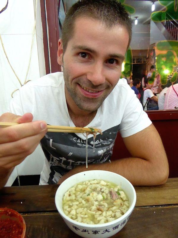 Trying Yangrou Pao Mo comfort food in Xi'An's Muslim Quarter