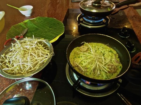 Banh Xeo cooking